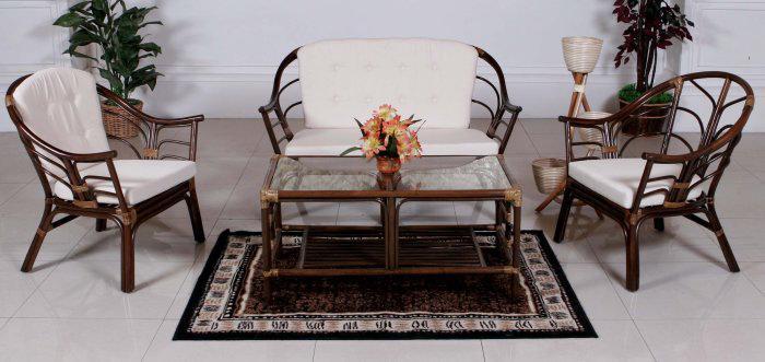 Плетеная мебель из ротанга в лоджии